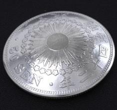 旭日50銭銀貨(裏)ボタンループ式
